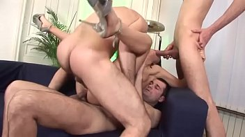 Секс инцест приёмной дочки с папочкой по окончании воровства