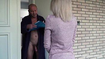 Кейси в купальнике дрюкается в узкую жопу на порно кастинге