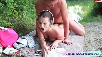 Не молодая дама показывает анальную дрочку на вебку